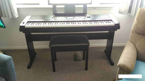Photo Yamaha DGX-650 88-Key Digital Piano, Portable Grand With Black Piano B - $650 (Mission)