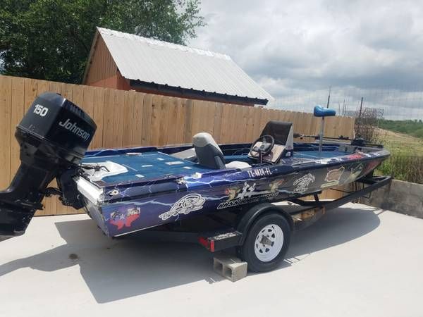 Photo bass boat sale o trade for project truck - $4,000 (Peitas tx)