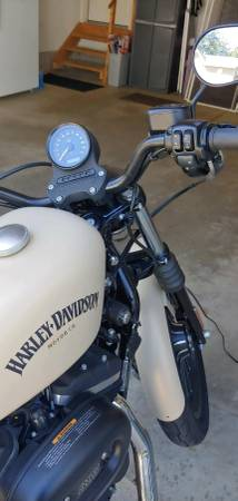 Photo 2014 Harley Davison Sportster 883 Iron - $5,900 (CANFIELD)