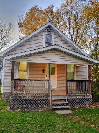 Photo Cozy 1 bedroom house with loft (1092 south main street meadville pa.)