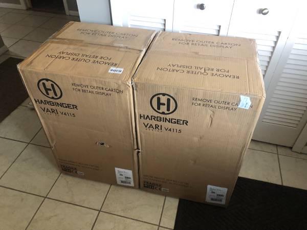 Photo Harbinger VARI 4115 NIB Powered Speaker Pair - $700 (Mayfield Hts)