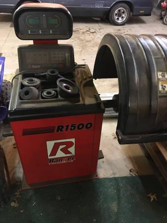 Photo Ranger R1500 tire balancer - $100 (Greenville)
