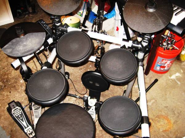 Photo Simmons SD5X electronic drum set. Mapex double bass pedal, ready 2 go - $280 (Cle West)