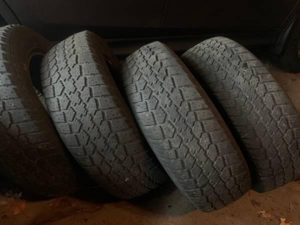 Photo Used Mastercraft Glacier Grip Snow Tires Size 19565 R 15 - $160 (Meadville)