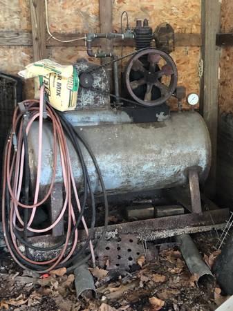 Photo Vintage Air Compressor - $300 (Jamestown)