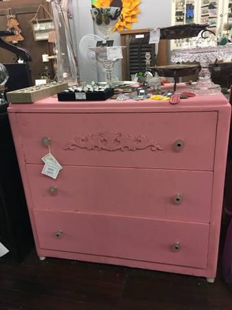 Photo Vintage pink dresser - $75 (Franklin)