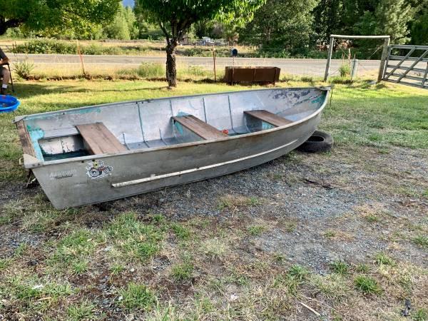 Photo 12 ft aluminum boat - $495 (Grants Pass)