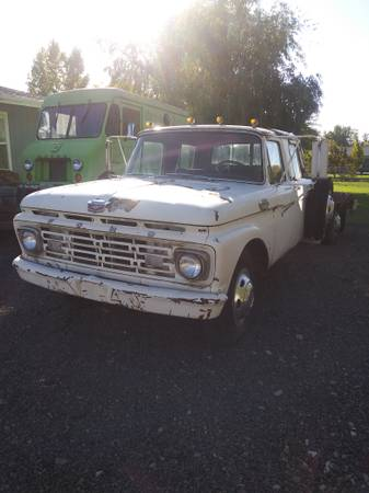 Photo 1961 Ford F350 Crew Cab - Rare - $1 (Central Point)
