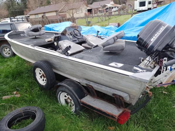 Photo 1988 Bass Tracker Boat - $4800 (Grants Pass)