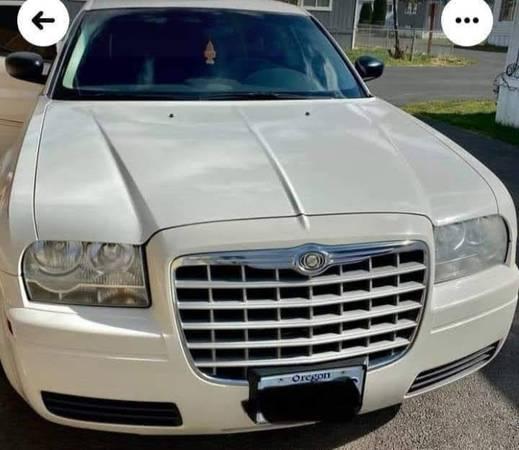Photo 2008 Chrysler 300 LX Sedan 2.7 liter - $6,200 (Medford)