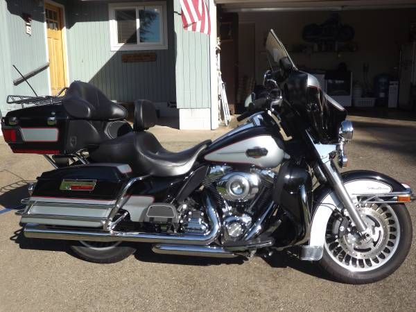 Photo 2010 Harley Electra Glide Ultra Classic - $12,500 (Grants Pass)