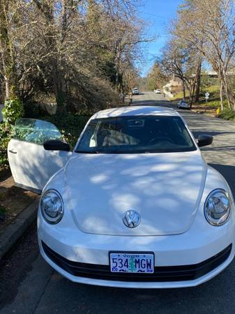 Photo 2012 VW Beetle - $6,500 (Grants pass)