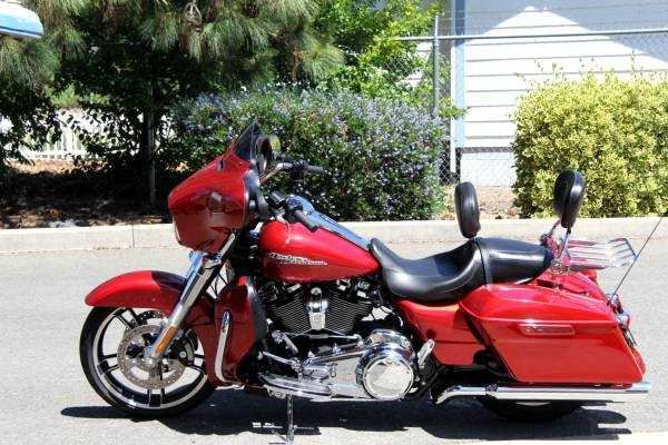 Photo 2018 Harley-Davidson FLHXS Street Glide - $22,495 (Grants Pass)