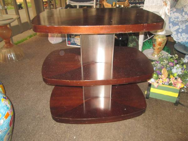 Photo 3-Tiered Wheeled Display Table - $40 (Grants Pass)