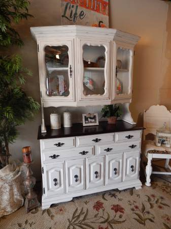 Photo Bow Front Country Hutch - $400 (Medford)