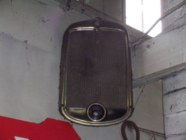 Photo CHEVY 1929 1930 1931 HONEY COMB RADIATOR AND SHELL - $750 (jacksonville ore.)