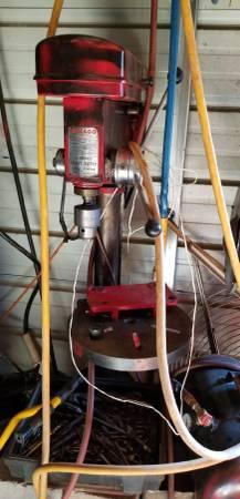 Photo Chicago 12 speed floor drill press - $175 (Merlin)