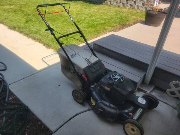 Photo Craftsman 22quot Cut Self Propelled Lawn Mower With Bag - $200 (Medford)