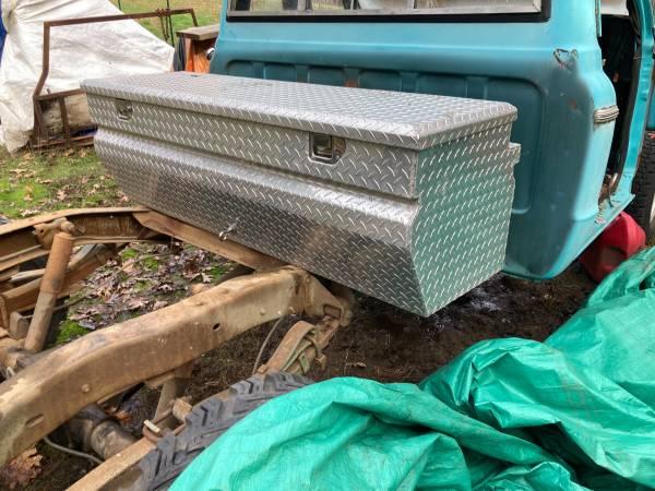 Photo Diamond plate tool box - $200 (Grants pass)
