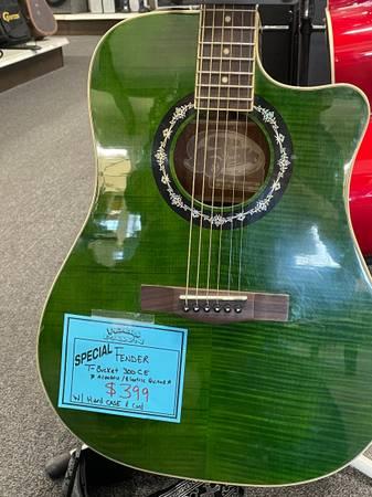 Photo Fender Guitar - $399 (White City)