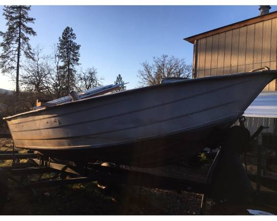 Photo For sale...12ft Aluminum Fishing Boat - $675 (Cave junction)