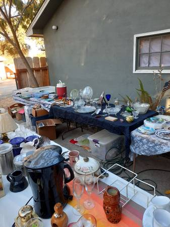 Photo GARAGE SALE Don39t miss out (Redding Ca.)
