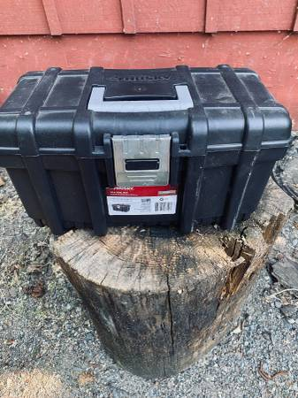 Photo Husky 16 in. Plastic Tool Box wRugged Metal Latch (Grants Pass, Oregon)