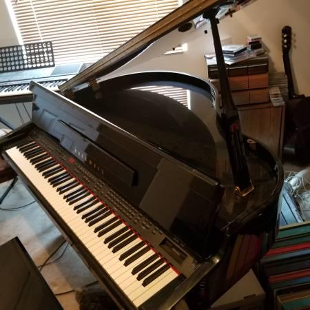 Photo KURTZWEIL MINI GRAND PIANO - $2,500 (white city)