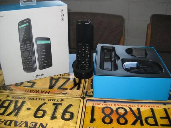 Photo Logitech - Harmony Elite (Remote Control and Smart Hub) - Black - $150 (MEDFORD)