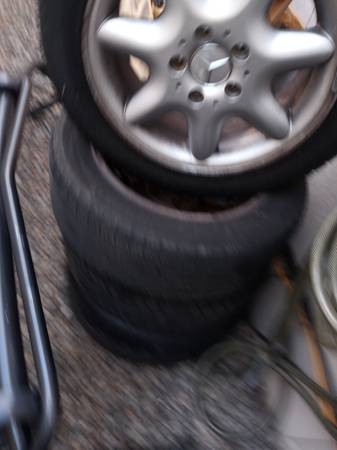 Photo Mercedes 16 wheels set of four - $100 (Central)