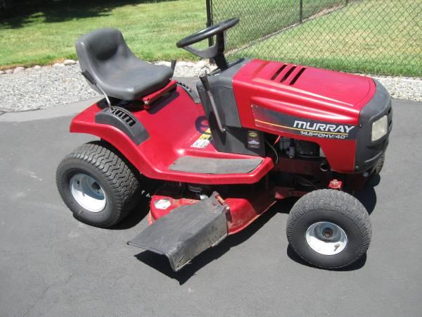 Photo Murray riding mower - $475 (G P)