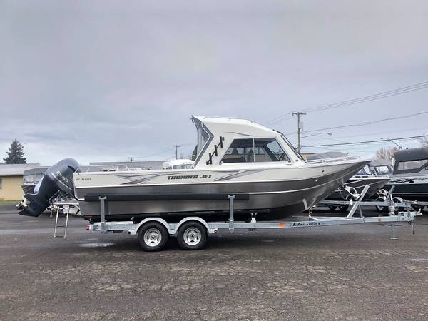Photo New Thunder Jet 2439 Alexis OS Yamaha 300 Better than show price on now - $74995 (1700 Hwy 99 N Eugene)