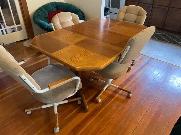 Photo Oak Dining Table  Chairs - $30 (Ashland)
