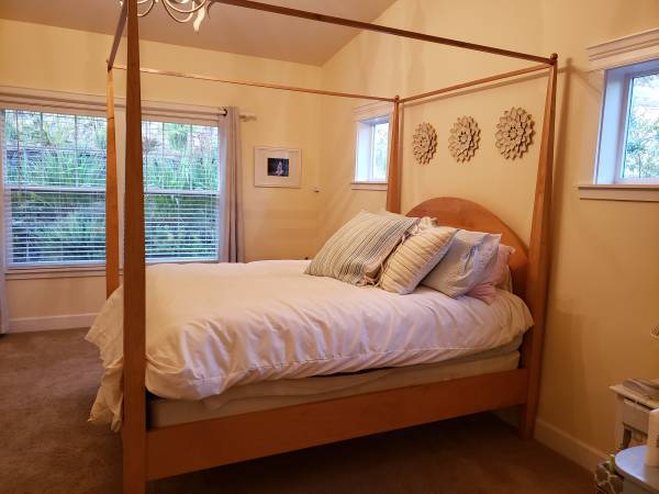 Photo Queen 4 Post Bed Frame - $250 (Ashland)