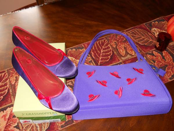 Photo Red Hat Society Pumps  Purple Purse Set - $25 (Grants Pass)