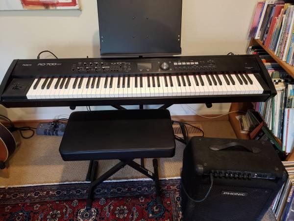 Photo Roland RD-700NX Keyboard Piano - $700 (Ashland)