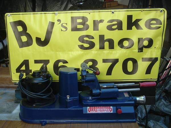 Photo VINTAGE MODEL 8000 AMMCO ARC GRINDER  BRAKE SHOE MACHINE - $999 (GRANTS PASS)