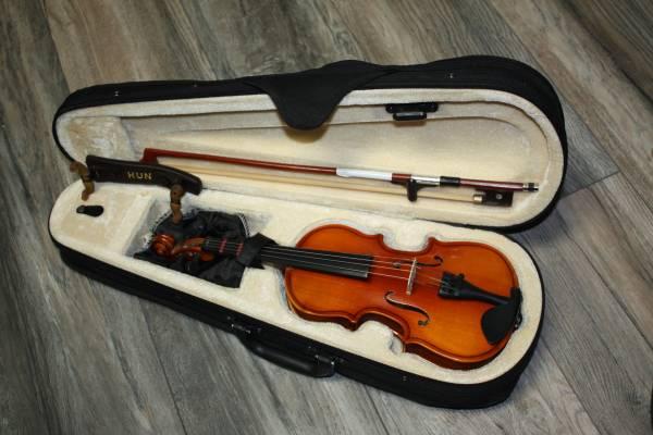 Photo Violin 110 Mendini by Cecilio - $50 (Phoenix)