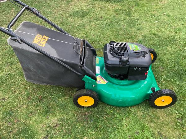 Photo Weed Eater Push Mower 21 Deck Briggs And Stratton Engine - $120 (Medford)