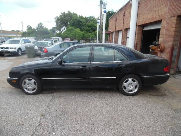 Photo 1997 Mercedes E420 - NICE CAR FOR A NICE PRICE - $2999 (MEMPHIS, TN)