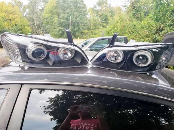Photo 2000-2004 Headlights brandnew infiniti I30 - $125 (Memphis)