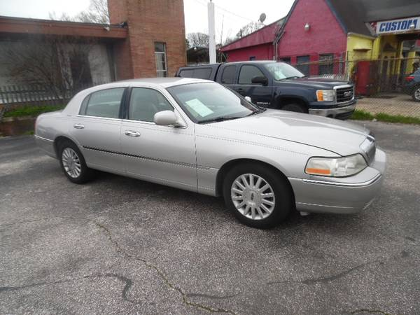 Photo 2003 Lincoln Towncar - NICE CAR FOR A NICE PRICE - $3999 (MEMPHIS, TN)