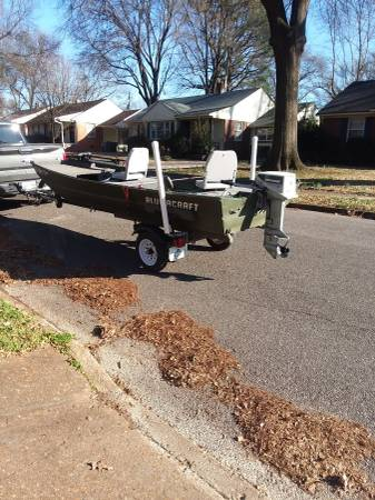 Photo 2009 Alumacraft 15 x 40 trailer Evinrude 15 HP electric and pull start - $2250 (East Memphis)