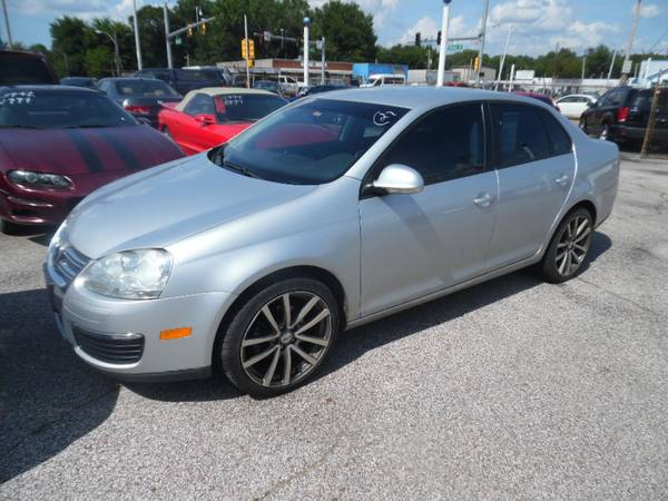 Photo 2010 Volkswagon Jetta - NICE CLEAN CAR - $3999 (MEMPHIS, TN)