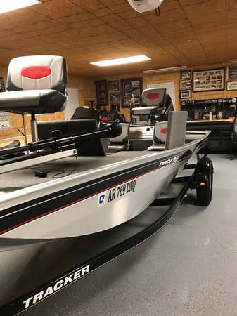 Photo 2015 bass tracker pro 170 boat - $9850 (Olive branch)