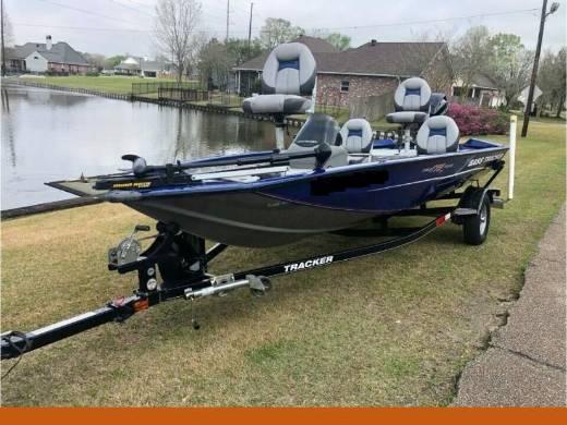 Photo 40 hp mercury four stroke 2014 bass tracker pro - $1,600