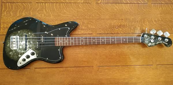 Photo Fender Squier Jaguar Bass Guitar with Fender Rumble 25 Amp - $350 (Collierville)