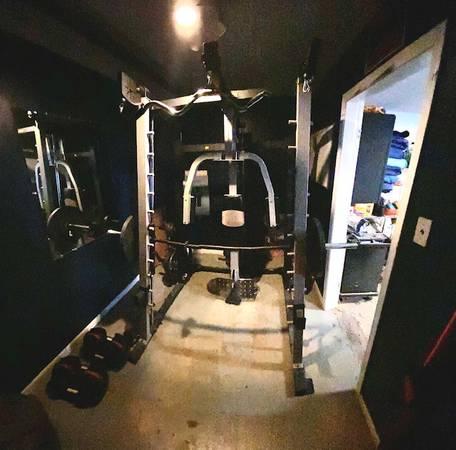 Photo Golds Gym Smith Machine - $300 (Germantown)
