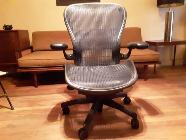 Photo Herman Miller Aeron office chair large size c - $250 (Memphis)
