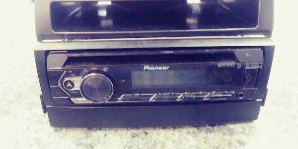 Photo Pioneer BT car radio - $60 (Memphis)